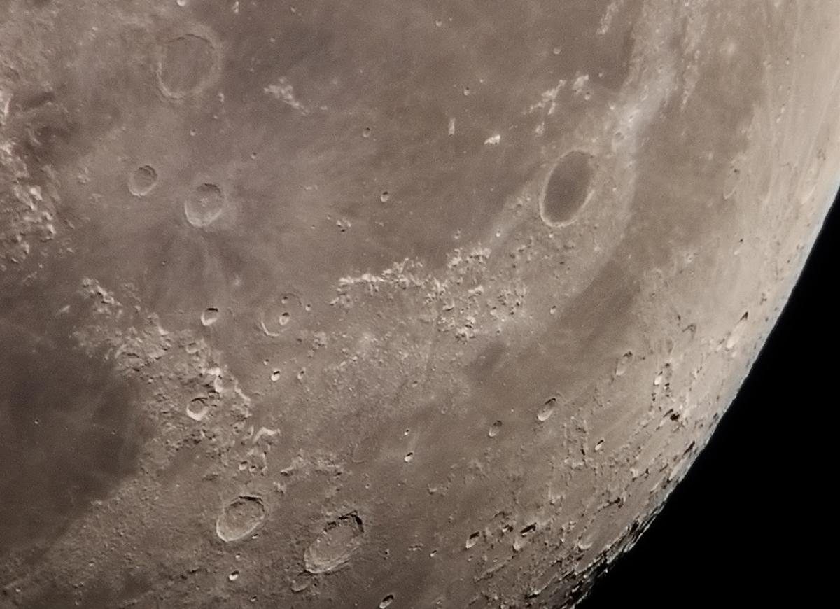 Az Alpok vonulatai és a Plato kráter